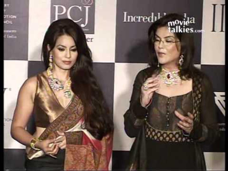 Zeenat Aman and Mahima Chaudhry on the 3rd day of 'IIJW - 2011'