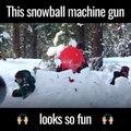 Il a inventé un pistolet à tirer des boules de neige et c'est génial !