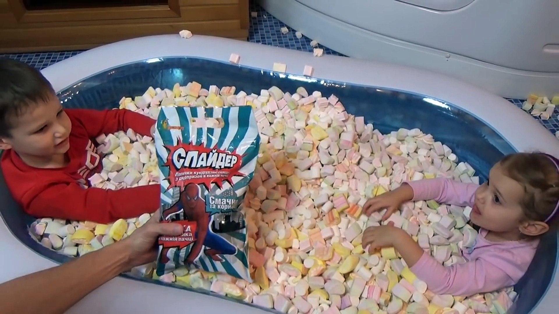 Полный бассейн с зефиром маршмэллоу с игрушками сюрприз Marshmallow pool with su