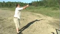 Un débile tire avec un fusil... KO!