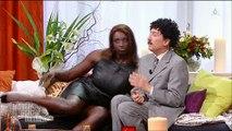 """Regardez la parodie très drôle sur M6 de """"Une ambition Intime"""" qui a beaucoup amusé Karine Le Marchand"""