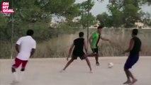 Hatem Ben Arfa tape un foot street avec ses potes