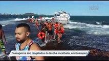 Passageiros são resgatados de lancha encalhada, em Guarapari