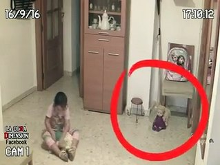 Un fantôme prend possession d'une poupée