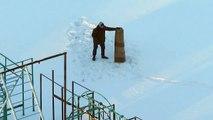 Combat entre un homme et... un tapis enroulé dans la neige !