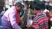 Chhattisgarh Farmers distributes free vegetables after demonetisation hits prices _ वनइंडिया हिंदी-2NQHEMddrZQ
