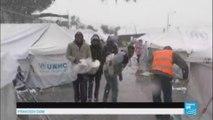 Sous la neige, les migrants de Lesbos craignent de mourir de froid