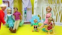 Frozen Elsa with BROWN HAIR Elsa as a Brunette Barbie Hair Salon and Color Makeover DisneyCarToys