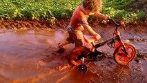 Et si on s'amusait dans la boue... Maman va etre contente