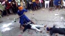 Un Sikh se prend un coup de masse sur la tête