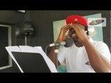 Mike dans son tour de chant (2Face Ibidia - African Queen) sur RADIO JAM.