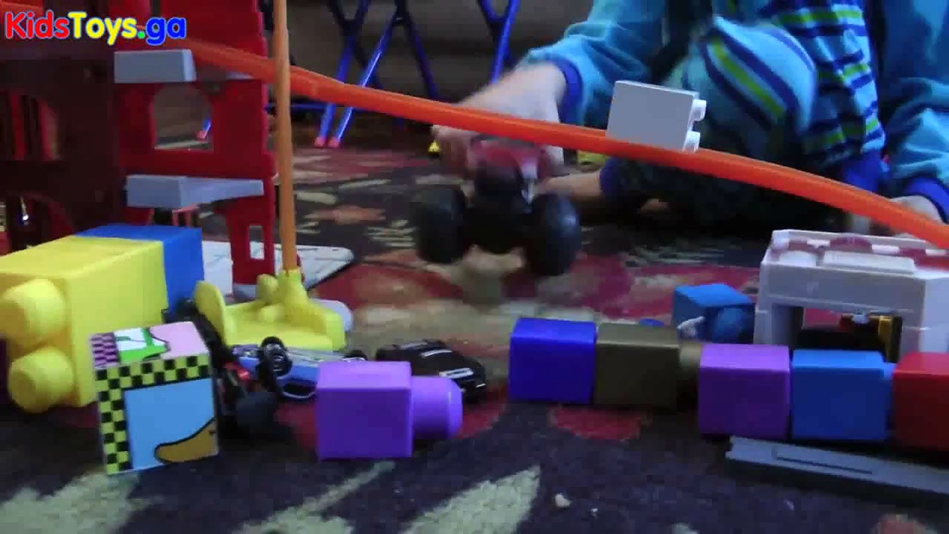 CARS MONSTER TRUCKS KIDS PLAYING PLAY SETS and Crashes! - learn numbers kids toys