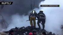 Débris fumants et paysage désolé : une catastrophe aérienne sème la mort au Kirghizstan