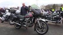 """Parigi, la protesta dei motociclisti """"vintage"""" francesi"""