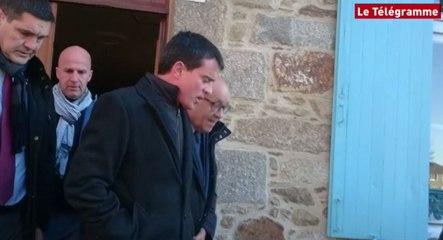 L'ancien premier ministre français Manuel Valls giflé