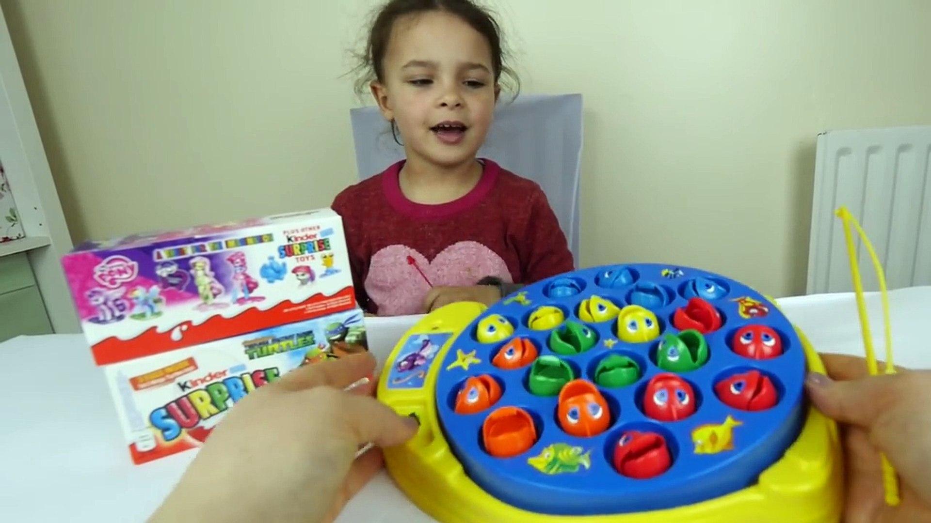 Давайте Go Рыбалку и Kinder Сюрприз яйца! Fun активность для детей Learn цвет
