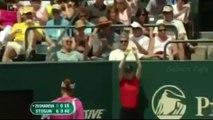 Serial-killer de raquette de tennis ou le phénomène charmant dans le court du tennis