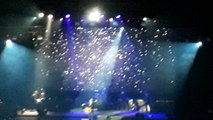 Bryan Adams in Manila singing Heaven
