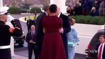 Quand Michelle Obama ne sait pas quoi faire du cadeau de Melania Trump