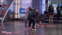 Shaquille O'Neal met un plaquage à Charles Barkley