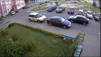 Un gamin renversé par une voiture alors qu'il traverse sans regarder