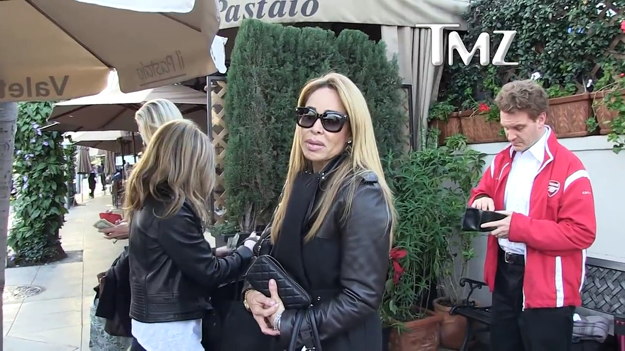 FAYE RESNICK FREAKED OUT BY FORD BRONCO RE-RELEASE _ TMZ-6RHf37Y4akY