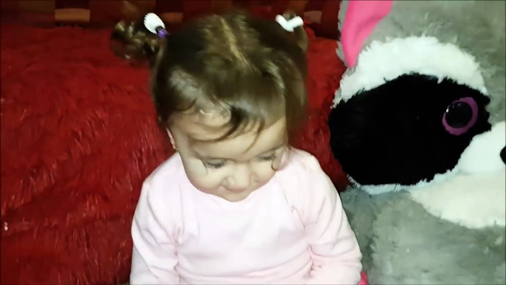 Полтора годика девочка поздравляет С Новым годом One and a half years old girl Happy New Year