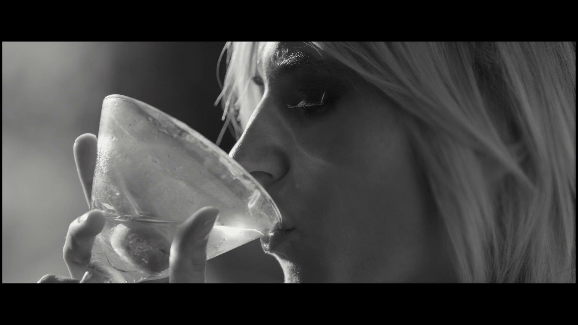 Tito El Bambino - Me Quede Con Las Ganas (Official Music Video)
