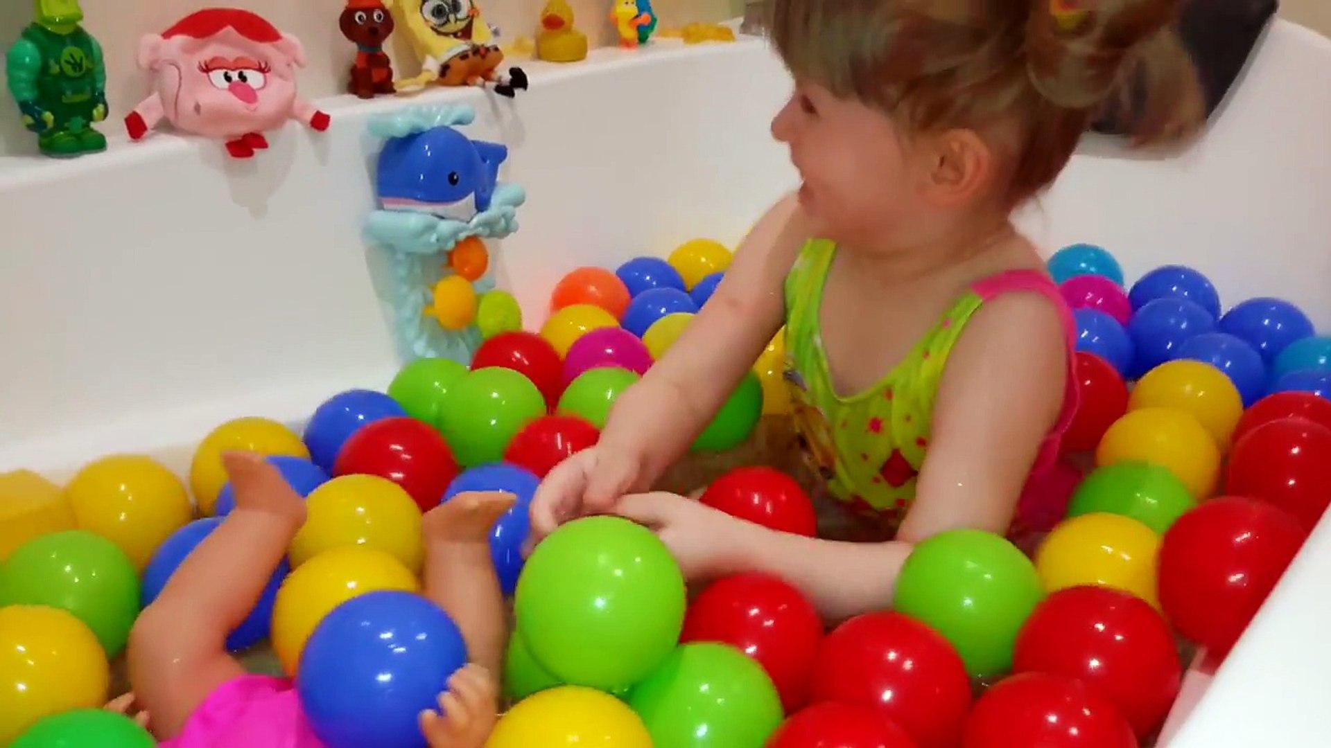 Купаемся в Шариках с Куклой Беби Борн Games for bath balls Ванна с пенной Играем с куклой Беби Борн