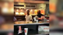 Ce taré rentre dans un fast-food et se sert comme dans un self... Dingue