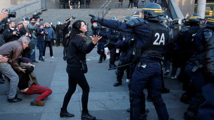 Clashes in Paris in wake of election results