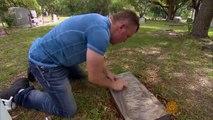 Chaque mois il prend un jour de congé et le passe à nettoyer les pierres tombales d'anciens combattants