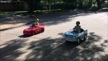 Voiture de course VS voiture de collection Papa a du gonfler le moteur!
