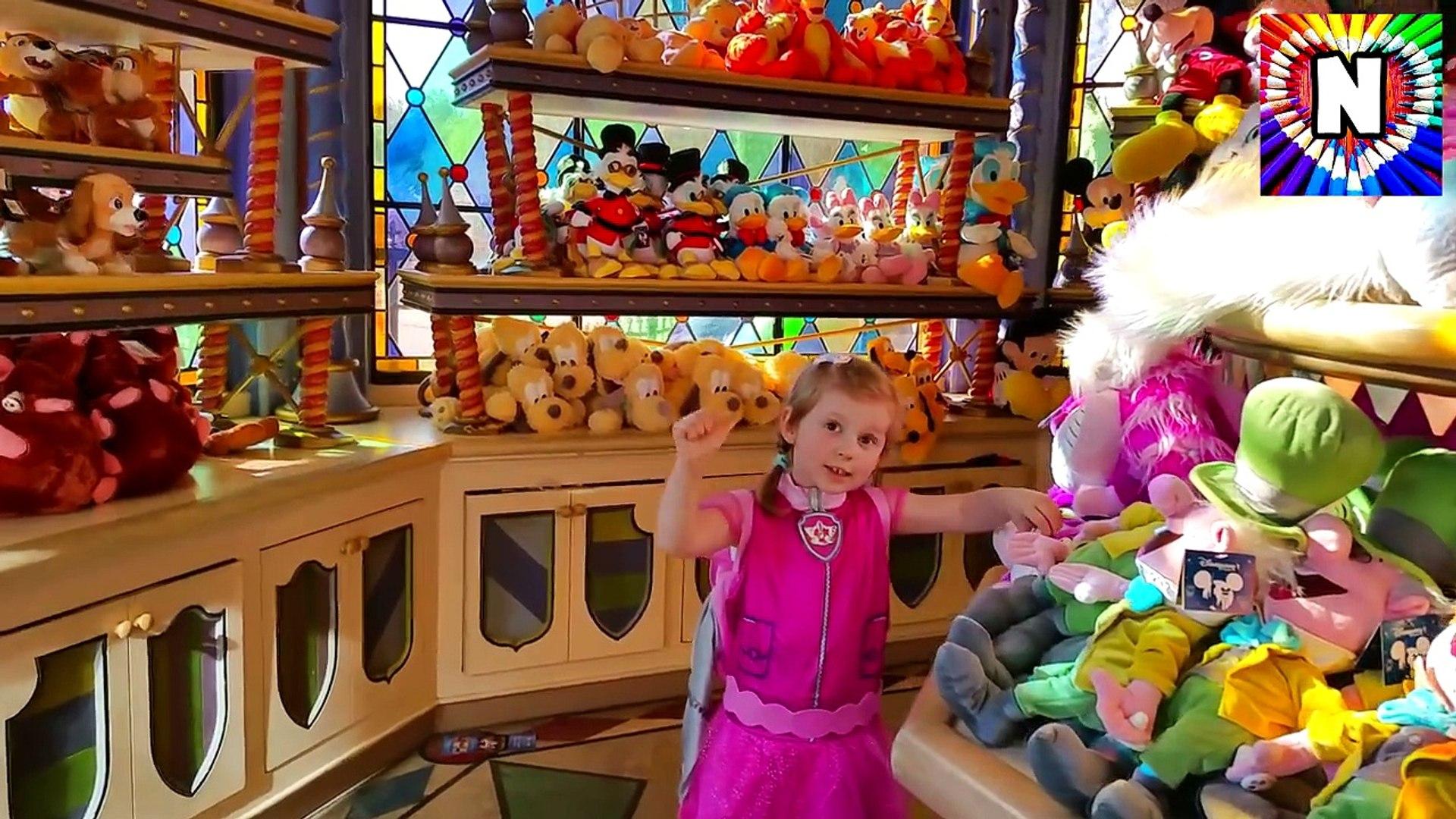 ВЛОГ ДЕТСКИЙ МАГАЗИН ИГРУШЕК Скай едет в магазин игрушек в Париже Все серии подряд Kids euro show