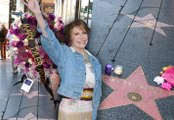 Fans Mourn Mary Tyler Moore At Her Hollywood Walk Of Fame Star