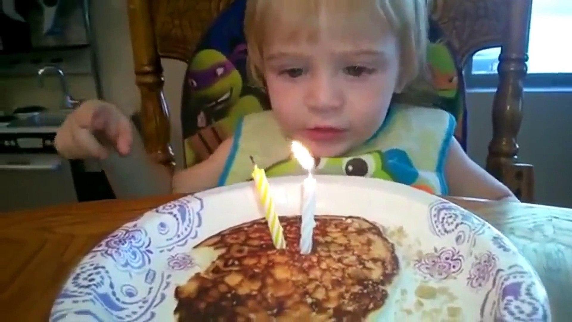 Компилация провали. Провали при опит да се загасят всички свещи на торта за рожден ден