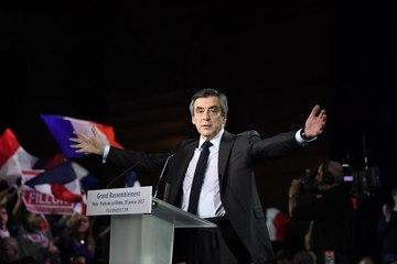 """""""Ils croyaient nous avoir torpillés, mais vous êtes là !"""" François Fillon"""