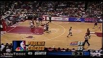 Charles Barkley dunke sur Pippen, le contre et le provoque