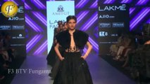 Daisy Shah Walks On Ramp For Designer Amit Gt At Lfw Summer 2017