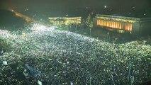 300000 Roumains protestent avec leurs téléphones portables - Manifestations Bucarest 2017