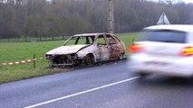 Breteuil : une voiture calcinée au bord de la route