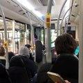 Un chauffeur de bus calme un passager qui lui a craché dessus (Angleterre)
