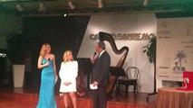 Sanremo, show di Rita Pavone: canta e fa impazzire il pubblico