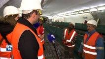 Benoît Hamon visite, de nuit, un chantier du métro parisien