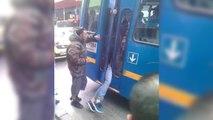 Un voleur se fait coincer entre les portes d'un bus
