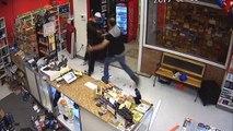 Quand une famille se bat pour neutraliser un homme armé dans leur magasin