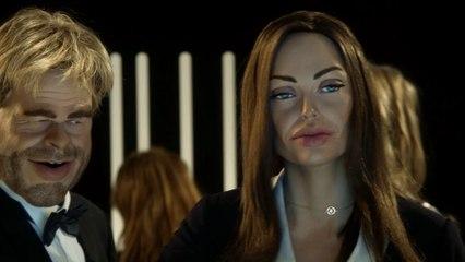 Schweppes ad : Angelina Jolie / Brad Pitt - The Guignols - CANAL+