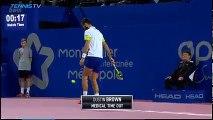 Benoît Paire régale jongle avec une balle de tennis
