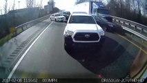 Un camion percute plusieurs voitures sur une autoroute. Accident impressionnant