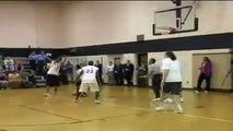 2- NBA 2K17 : Barack Obama claque des dunks spectaculaires